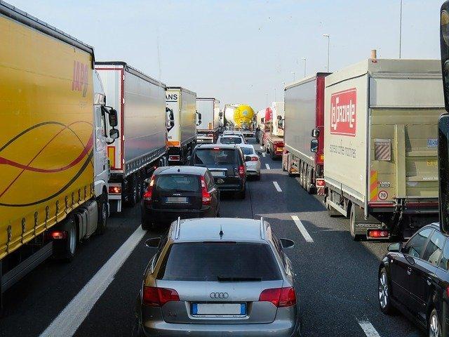 Verkehr vor dem Gotthard
