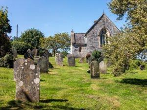 Kirche und Friedhof in Totnes - England